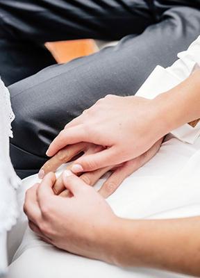Julian-Hügelmeyer-Hände-Brautpaar